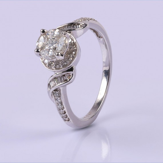 Traditional diamond ring