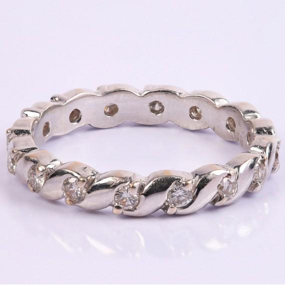 Twisted diamond ring