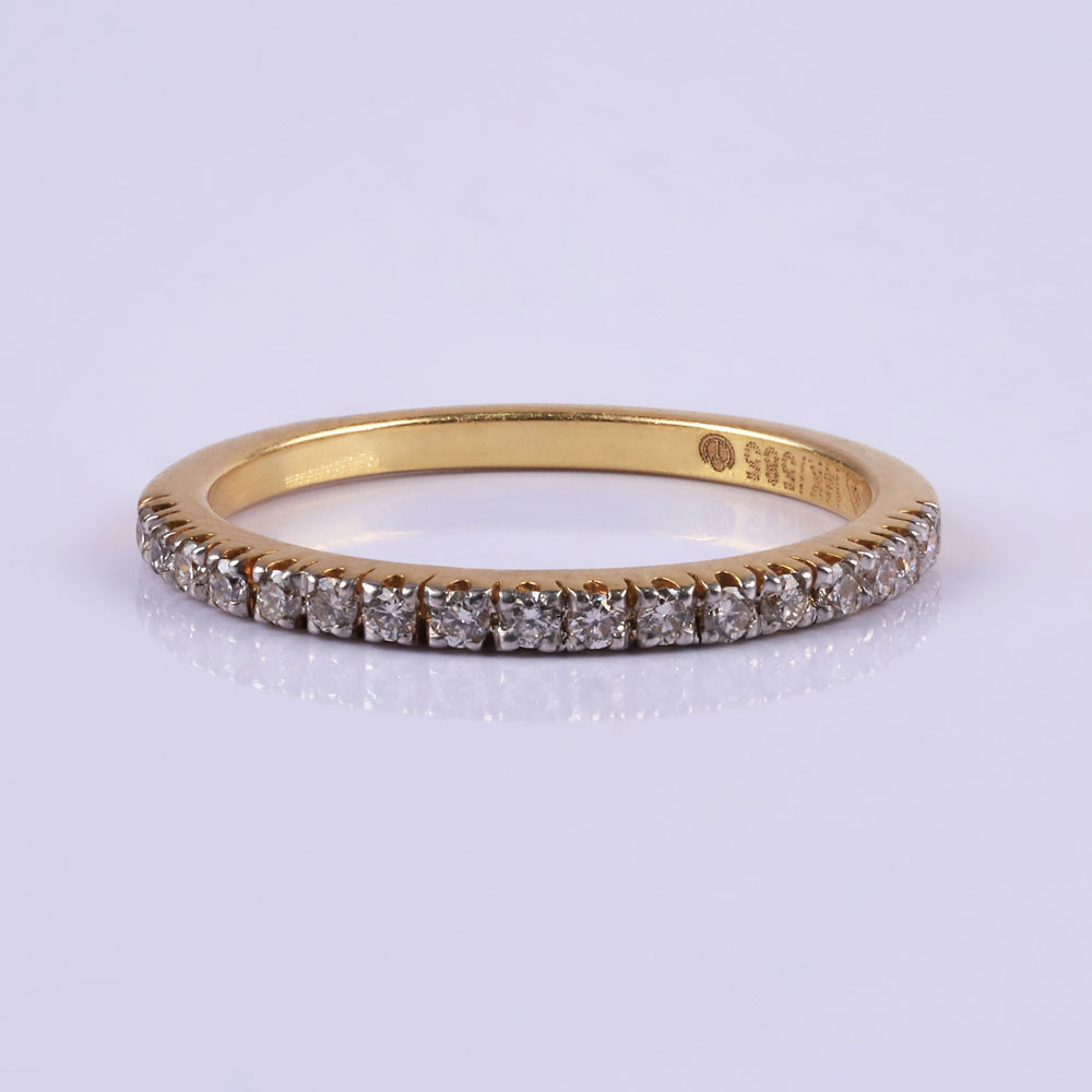 Elegant diamond and gold ring