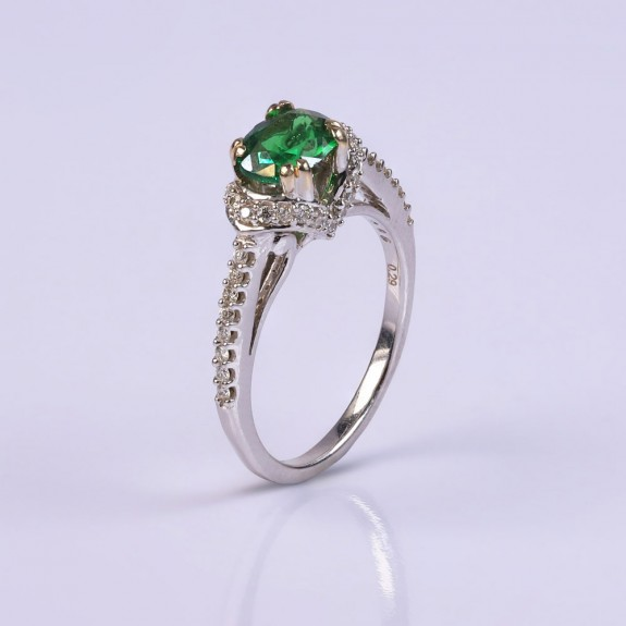 Enchanting emerald and diamond ring